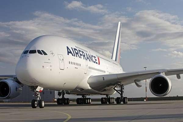 Francia: bambina trovata in una valigia sul volo Istanbul-Parigi, la donna voleva adottarla