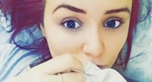 Gran Bretagna, la ragazza che sanguina dagli occhi: è mistero per i medici