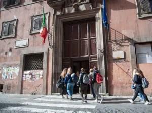 Roma: domiciliari per lo spacciatore arrestato al liceo Virgilio, gli studenti protestano