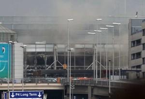 """Attentati a Bruxelles, racconto shock: """"Ho visto braccia e gambe volare intorno a me"""""""