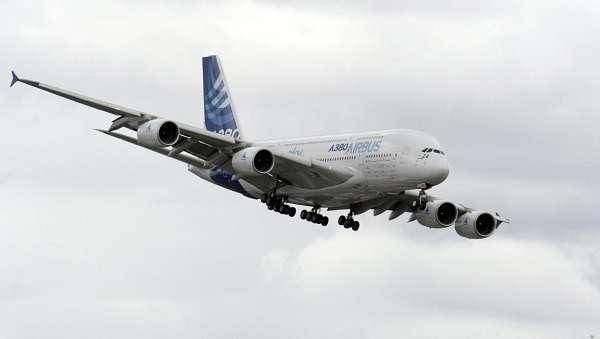 """Padova, pilota aereo con 200 passeggeri minaccia la moglie: """"Se mi lasci lo faccio precipitare"""""""