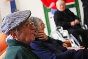 Parma: picchiavano, vessavano e umiliavano gli anziani di un ospizio, arrestati 7 assistenti