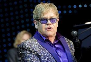 Elton John: il cantante inglese accusato di molestie sessuali dall'ex guardia del corpo