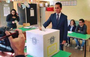 "Referendum trivelle, Di Maio: ""Io ho votato, notizie di Renzi?"". Alle 12 affluenza 8,35%"