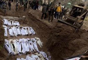 Siria: trovati in una fossa comune 42 corpi decapitati di donne e bambini