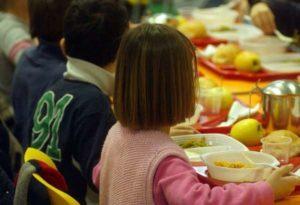 Barletta, cibo tossico nelle mense scolastiche di bambini di 2 e 3 anni: sequestri e denunce