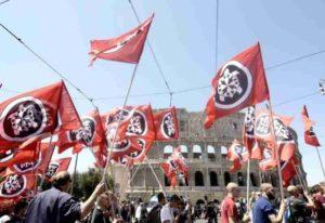Roma, corteo CasaPound: momenti di tensione, antagonisti assaltano un furgone