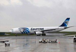 """Volo EgyptAir e l'ombra del terrorismo: """"Dati di volo indicano esplosione interna"""""""