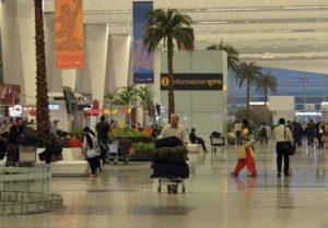India: mistero in aeroporto a Nuova Delhi, donna sparisce al ritorno dal viaggio di nozze