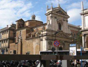 Roma: romeno truffava turisti fingendosi prete, chiedeva tariffa per entrare in chiesa