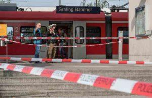 """Monaco, terrore alla stazione: accoltella 4 passeggeri al grido di """"Allah Akbar"""""""