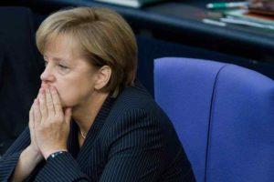 Germania: testa di maiale per la Merkel, intimidazioni davanti all'ufficio elettorale