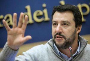 """Salvini: """"Pronto a fare il premier. Schifato da baci e abbracci tra Renzi e la Merkel"""""""