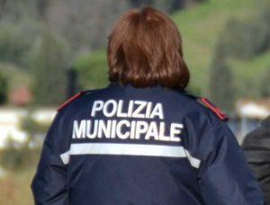 Roma, vigilessa arrestata per abuso d'ufficio: cancellava multe di amici e parenti