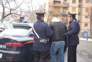 Milano, compivano furti con auto mascherate da volanti: arrestati 7 nomadi