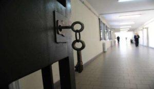 Lucca: detenuto 19enne tenta il suicidio in carcere, salvato da una guardia