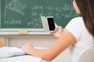 """Istruzione, Faraone: """"Wifi libero nelle scuole e smartphone in classe per studiare"""""""