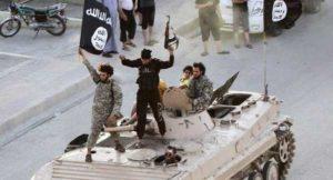 Isis, nuovo video dell'orrore: accusato di spionaggio, ucciso dallo stesso fratello
