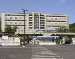 Malasanità in Italia: pinza dimenticata nell'addome, paziente muore dopo due anni