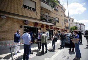 Roma, rapina in farmacia: carabiniere e rapinatore feriti durante la sparatoria
