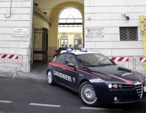 Reggio Emilia, picchia più volte i genitori e i nonni per la droga: 22enne arrestato
