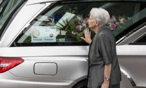 """Roma, funerali Sara Di Pietrantonio. La madre: """"Combatterò per avere giustizia"""""""
