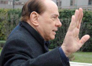 """Silvio Berlusconi ringrazia tutti su Facebook: """"Sono sereno e mi affido ai medici"""""""