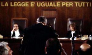 Lecce, si innamora di un prete e lo tormenta: denunciata per stalking finisce in tribunale