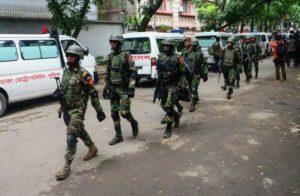 """Attentato a Dacca, polizia confessa: """"Abbiamo sparato per errore ad un ostaggio"""""""
