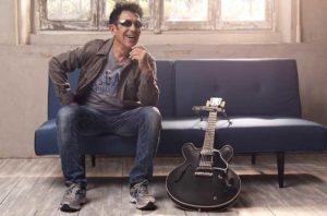 """Edoardo Bennato, compie 70 anni il rocker italiano: """"Trovare in fretta l'Isola che non c'è"""""""