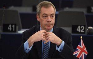 """Gb, Nigel Farage si dimette da leader del partito Ukip: """"Il mio obiettivo era la Brexit"""""""