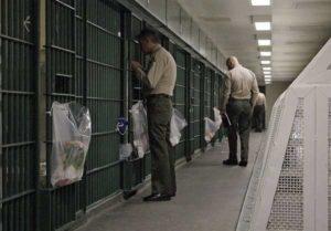 Texas, detenuti evadono dalla cella per salvare la vita ad un agente