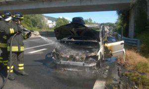 Orvieto, scontro tir-auto sulla A1: muoiono carbonizzati madre e due figli