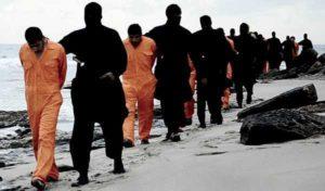 Isis, decapitati 4 calciatori accusati di spionaggio: familiari obbligati ad assistere