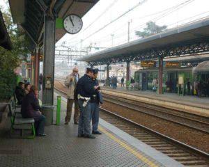 """Saronno, pietre contro un treno: rallenta la linea ferroviaria. """"Un'azione da teppisti"""""""