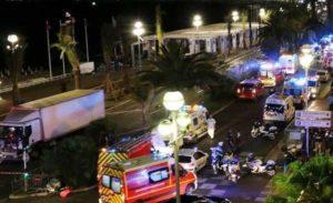 Strage di Nizza, donna incinta è sfuggita all'attentatore e partorito in spiaggia
