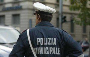 Pescara, timbrava il cartellino ma andava a pescare: vigile urbano ai domiciliari