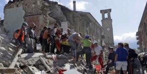 """Terremoto, l'appello del sindaco di Amatrice: """"Servono soldi non solo cibo, dobbiamo ricostruire"""""""