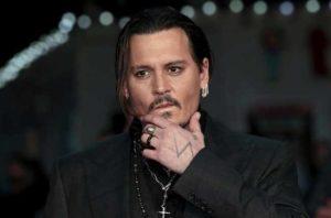 Johnny Depp: prolungato ordine restrittivo dall'ex moglie, l'attore in vacanza ad Ibiza