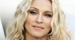 Madonna spegne 58 ballerine a Cuba: durante il megaparty balla sul tavolo