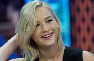 Jennifer Lawrence cambia abitudini alimentari: basta con alcol e cibo spazzatura