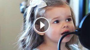 Claire Ryann, a 4 anni canta la canzone di Toy Story: milioni di visualizzazioni