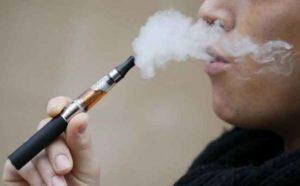 Usa, sigaretta elettronica gli esplode in bocca: perde 7 denti e resta sfigurato