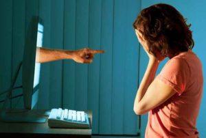 Cyberbullismo, l'11% dei giovani italiani approva insulti a personaggi e coetanei sui social