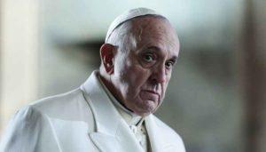 """Papa Francesco: """"C'è corruzione in Vaticano"""". """"Pedofilia? E' una malattia, va risolto il problema"""""""
