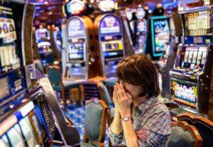 """Gioco d'azzardo, """"perdo, ma non smetto"""". Ecco il perché della dipendenza"""