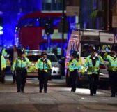 Doppio attentato a Londra, furgone sulla folla: almeno 6 morti e 30 feriti. Polizia uccide tre jihadisti