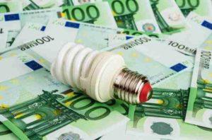 5 trucchi per risparmiare sulle bollette della luce