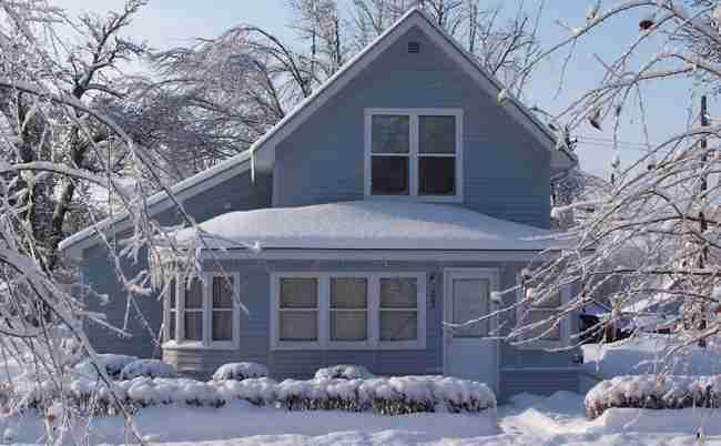 Casa d'inverno: ecco perché evitare gli accumuli di neve e ghiaccio