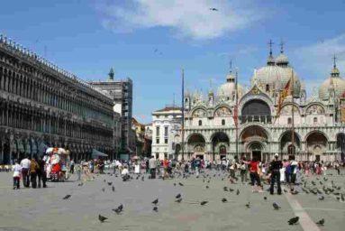 Venezia, bambino di 5 anni multato dalla Polizia Municipale: giocava in Piazza San Marco